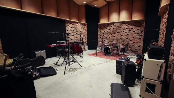 Studio Hertz przed wejściem